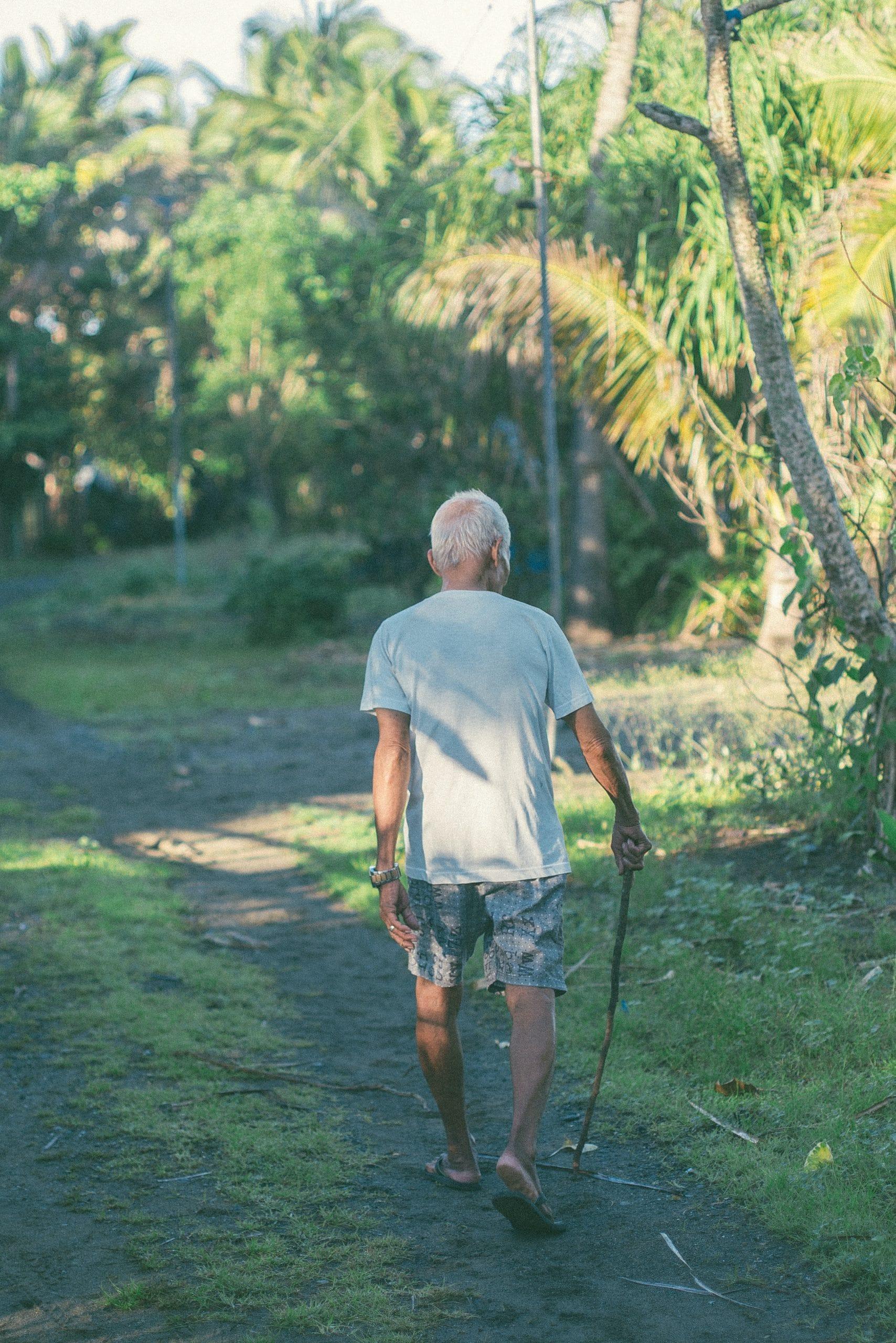 camminata lenta, sintomi della vecchiaia